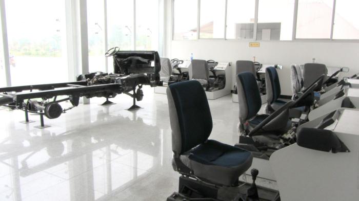 驾校占地面积40余亩,拥有一流的教学设施